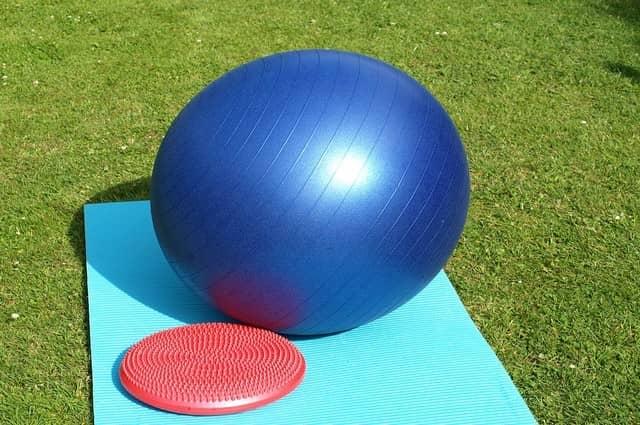 Gymnastický míč proti bolestem zad