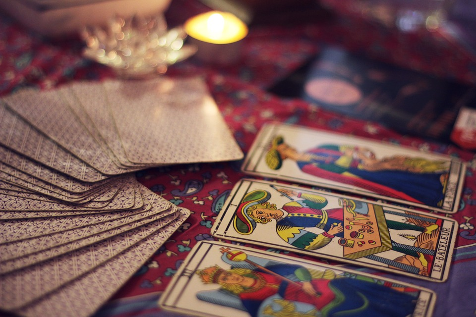 výklad karet, věštění, věštírna, kartářky, věštba z karet
