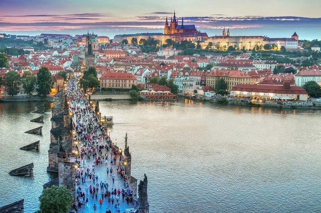 Katedrála v Praze aneb svatý Vít, Václav a Vojtěch